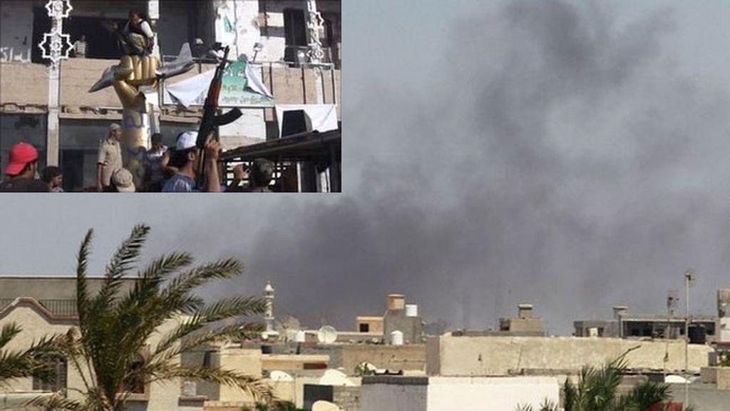 Montaje con el fuego en la residencia presidencial y un detalle de los rebeldes dentro de dicho complejo.