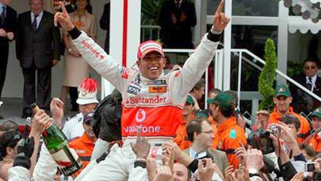 Lewis Hamilton celebra el triunfo: Foto: EFE