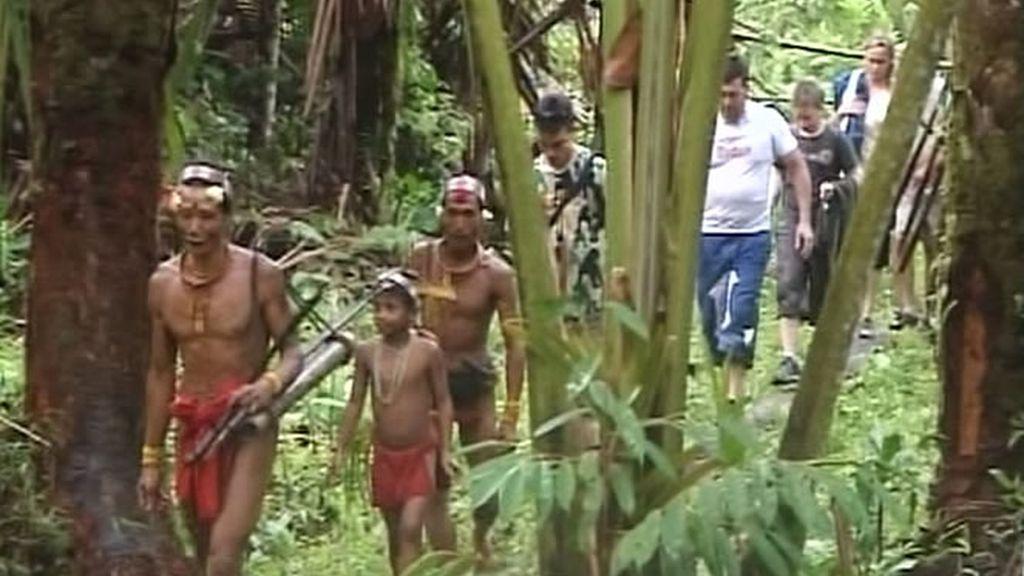 Tras el duro y largo viaje los Recuero son sorprendidos por los Mentawai