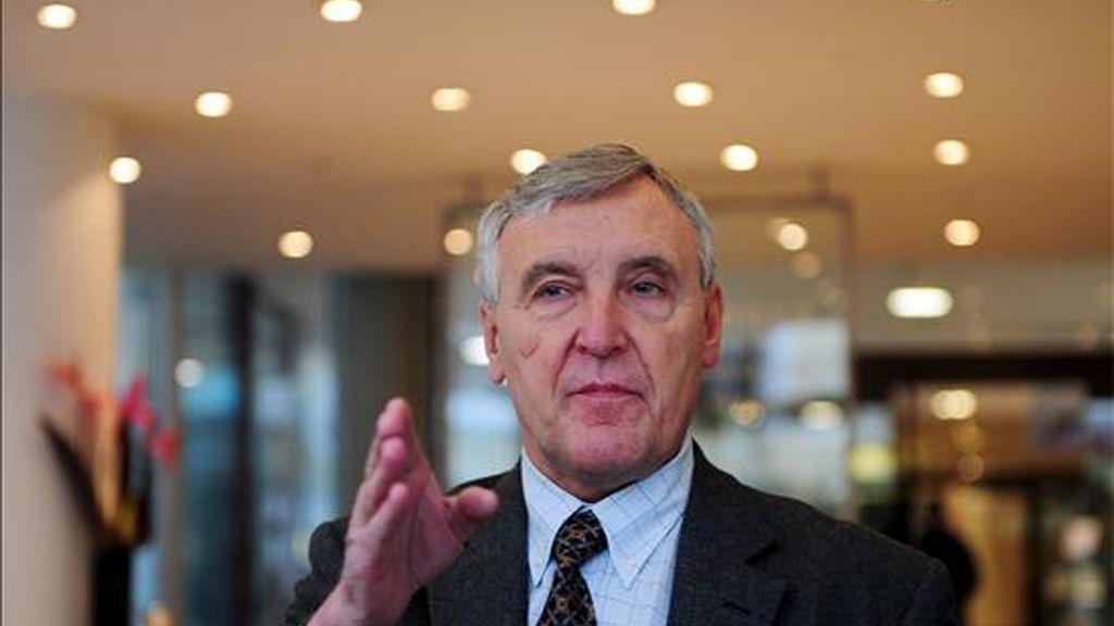 El secretario general de Unite, el sindicato que agrupa a la tripulación de cabina de British Airways (BA), Tony Woodley, habla con los medios en la oficina central de la confederación sindical británica Trade Union Congress (TUC) en Londres, Reino Unido. EFE