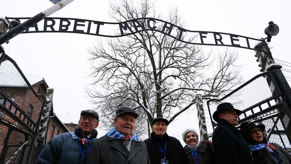 Vuelven a cruzar la puerta 70 años después