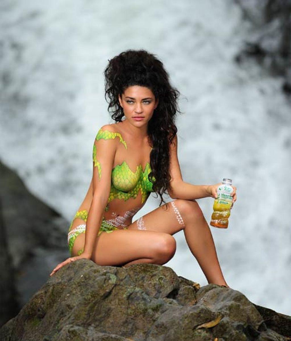 Jessica Szohr, desnuda para vender