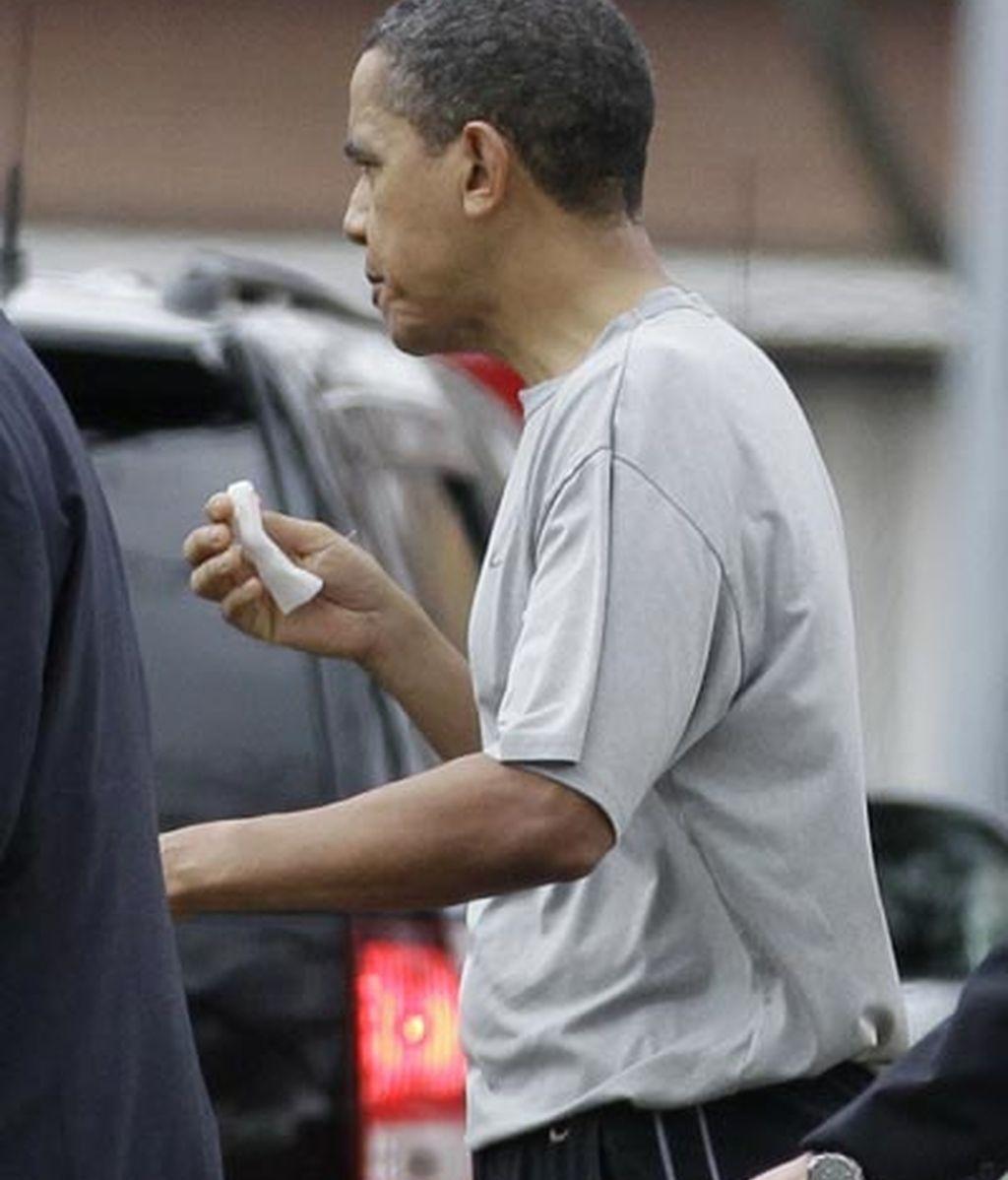 Obama recibe 12 puntos en el labio durante partido de baloncesto