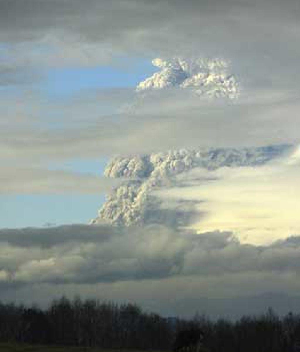 Imponente y grandiosa erupción del volcán Poyehue en Chile