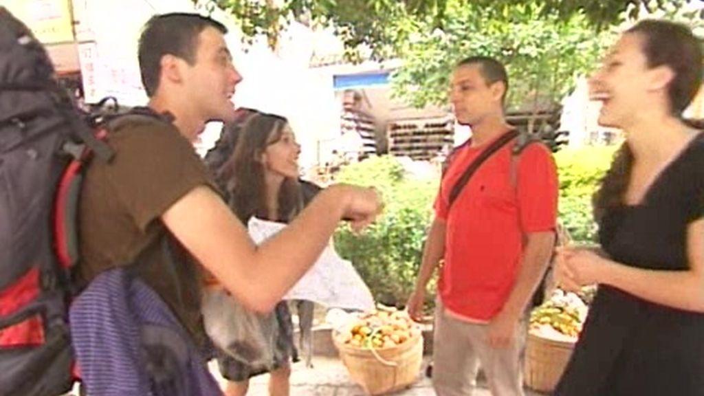 Carles y Silvia consiguen alojamiento gracias a la popularidad de Pekín Express