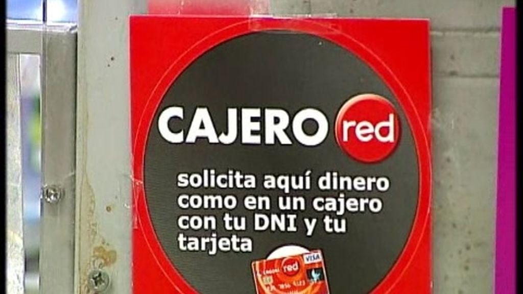 Sacar dinero en efectivo en la caja del supermercado