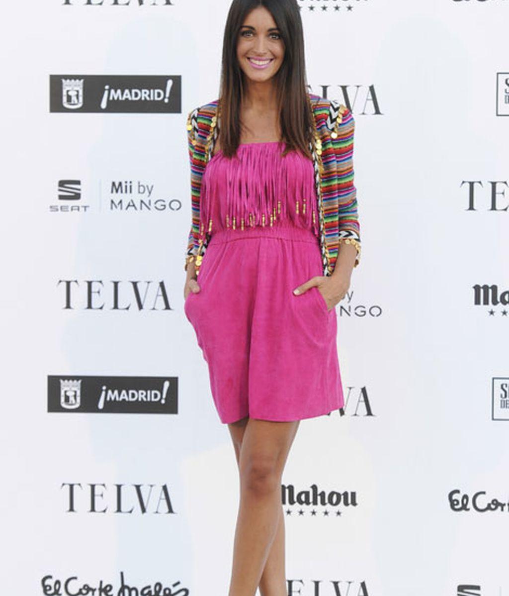 Noelia López con un vestido fucsia