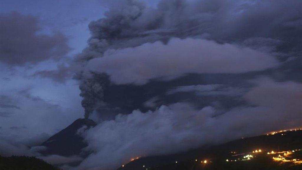 """Declarada la """"situación de emergencia"""" en dos provincias por el volcán Tungurahua"""