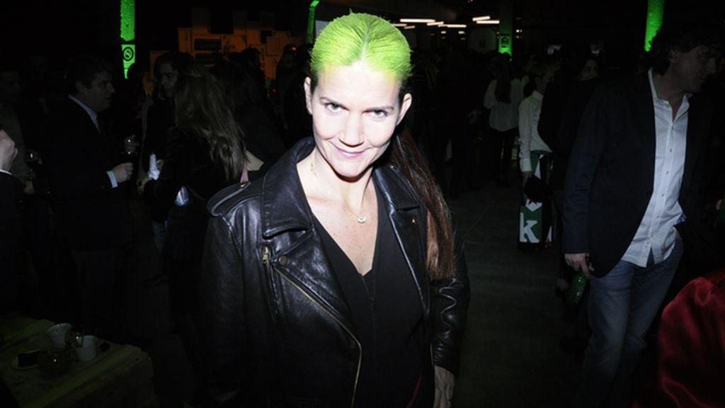 Samantha Vallejo Nágera decidió teñirse con los colores corporativos de Heineken, marca patrocinadora de la fiesta