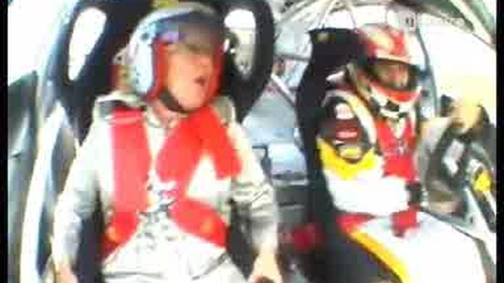 Así sufre una abuela ser copiloto a 200 km/h