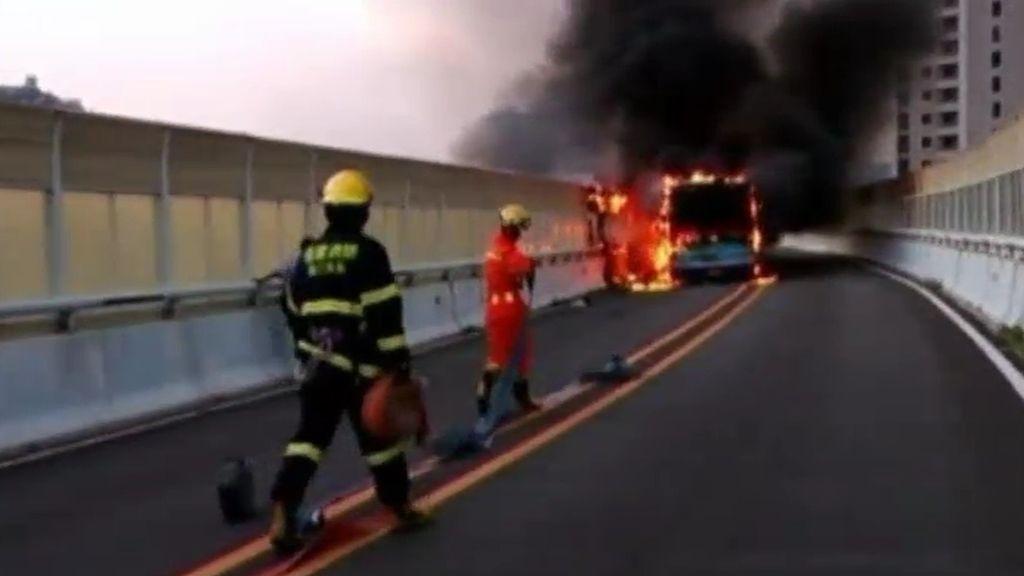 47 muertos y 34 heridos en el incendio de un autobús en China