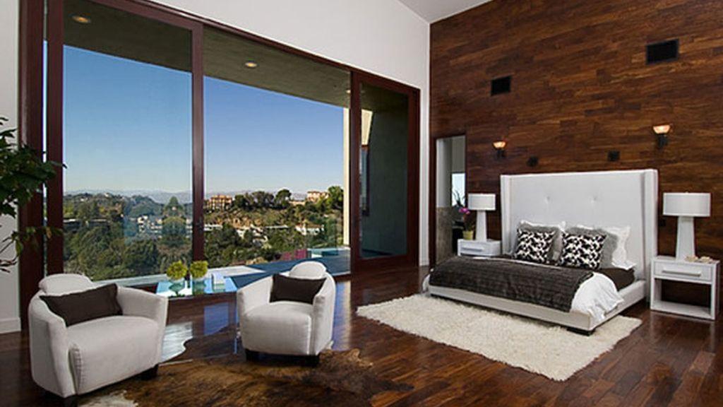 La mansión de Beverly Hills que Rihanna se quiere quitar de encima