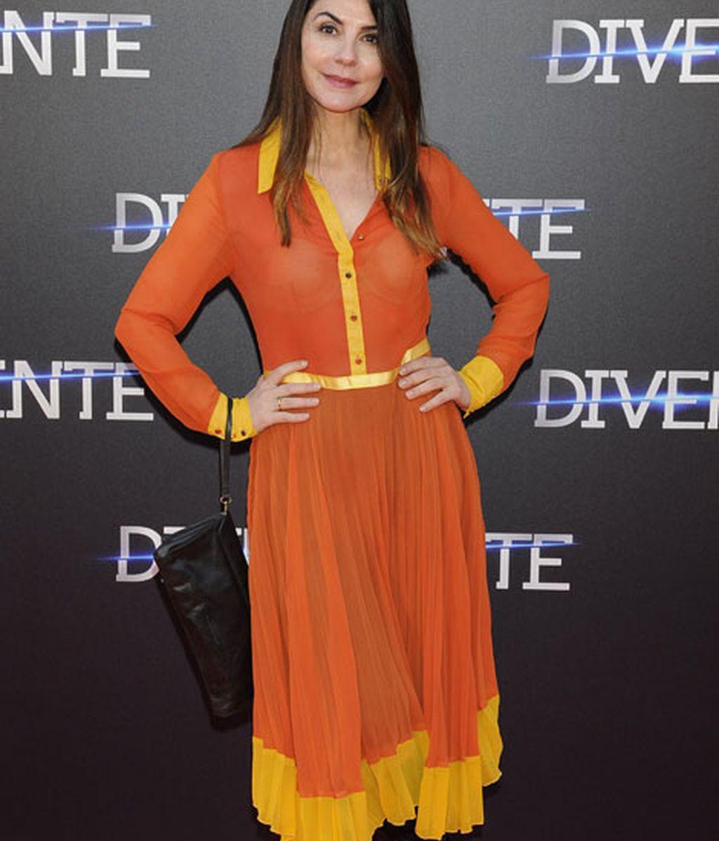 Ana Fernández con un colorido 'look'