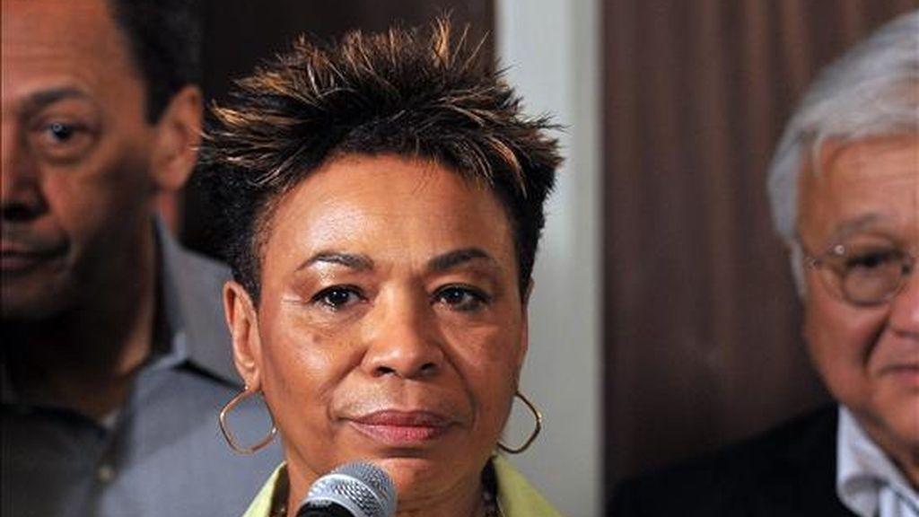 La congresista estadounidense Barbara Lee, jefa de una misión de siete legisladores demócratas que visita Cuba, ofrece una rueda de prensa en la capital de la isla, donde aseguró que ha llegado el momento de que los Gobiernos de Washington y La Habana conversen. EFE
