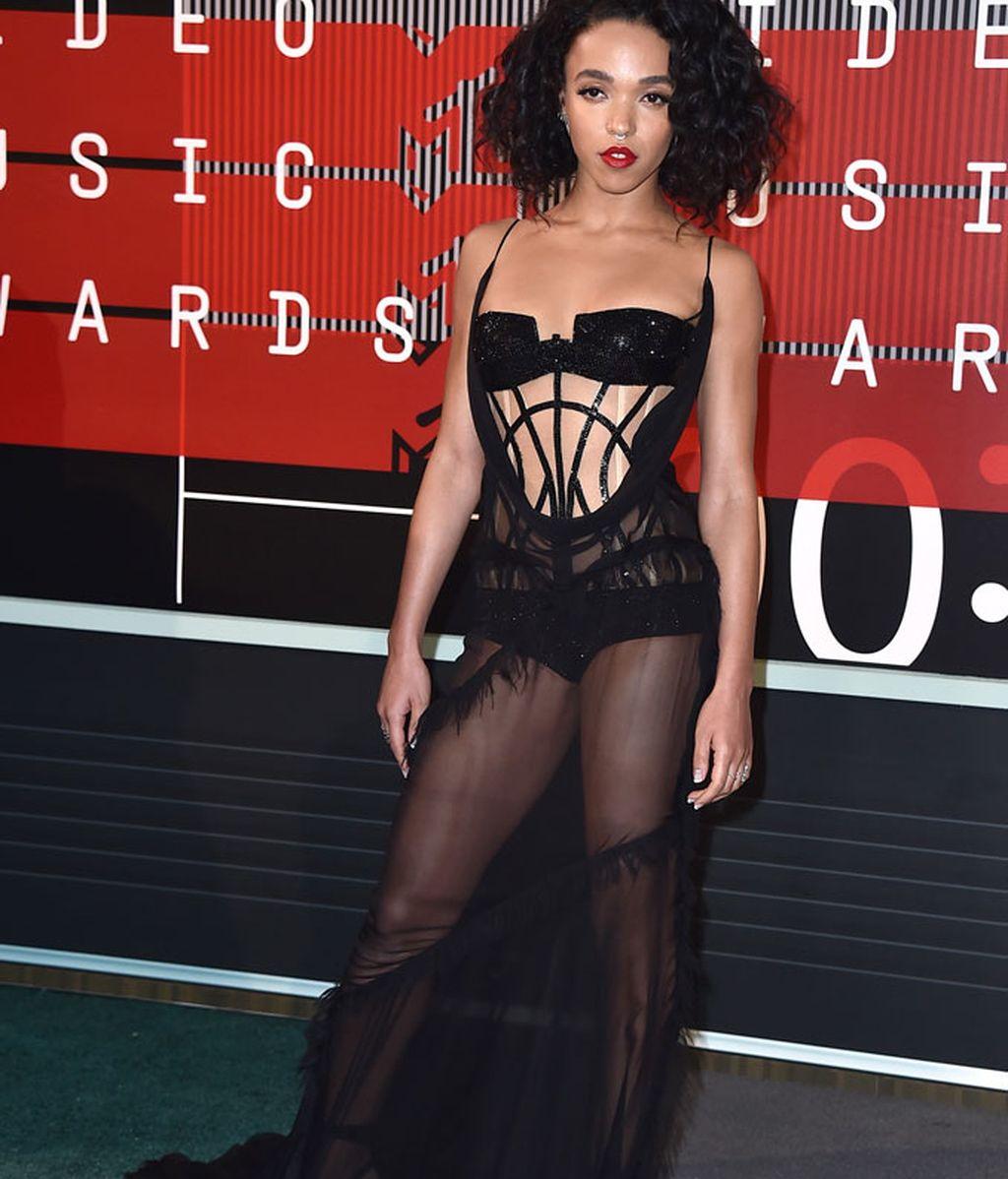 FKA Twigs de Versace enos MTV