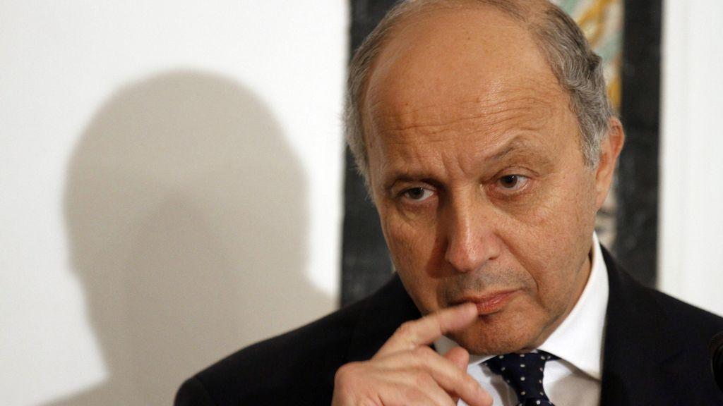 El ministro de Exteriores francés, Laurent Fabius, comparece ante los medios en Túnez