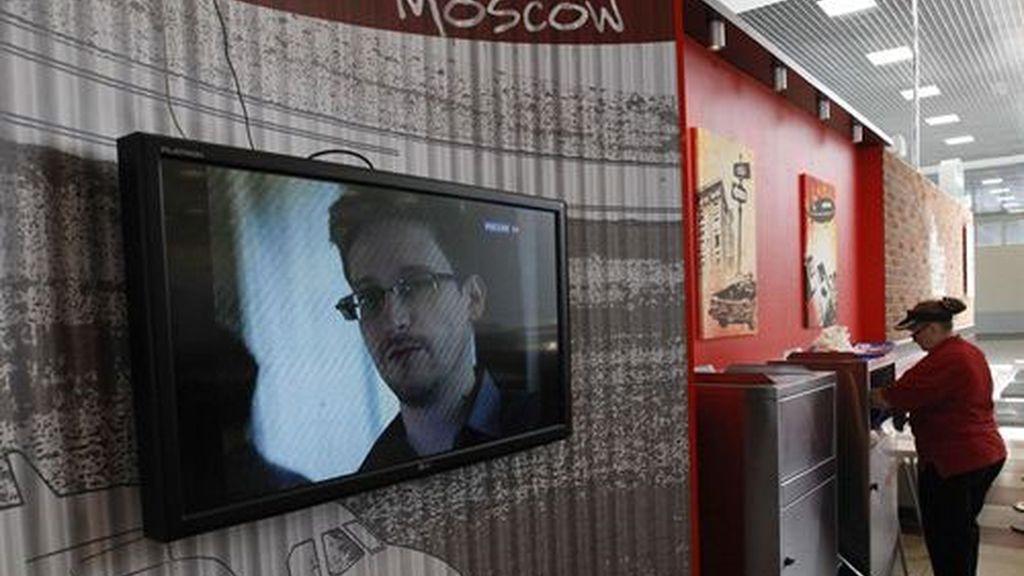Snowden recibe estatus de refugiado en Rusia