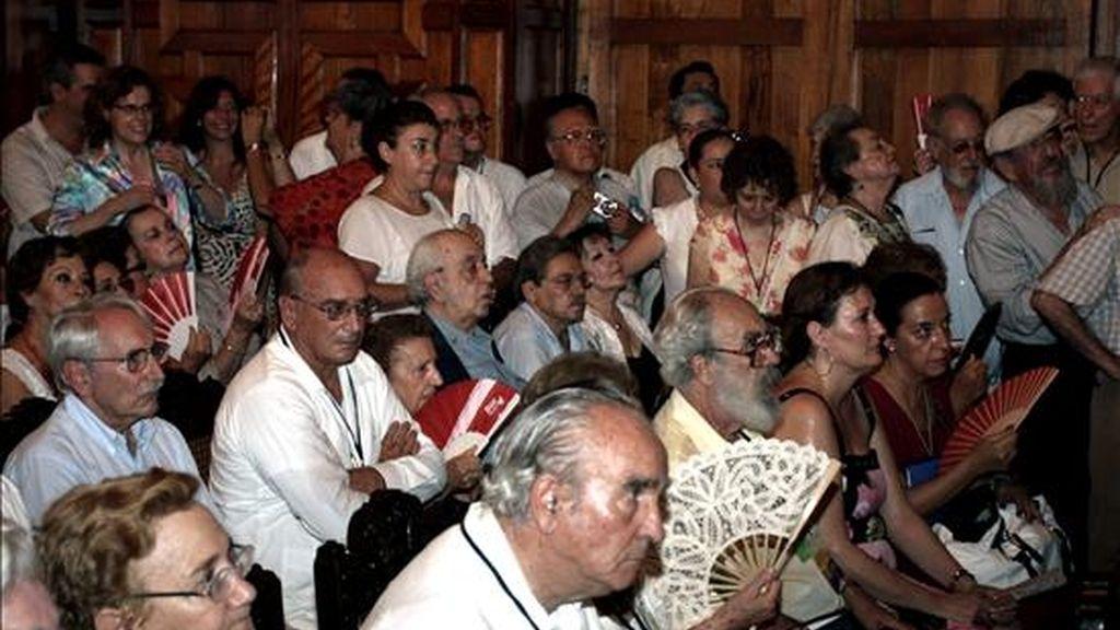 Exiliados españoles y familiares asisten el 13 de junio durante la conmemoración de la llegada a Veracruz (México) del barco francés Sinaia, que los traía tras la Guerra Civil Española (1936-1939). En la ceremonia, los 53 pasajeros del Sinaia que aún viven fueron declarados huéspedes distinguidos del estado de Veracruz y la ciudad del mismo nombre. EFE