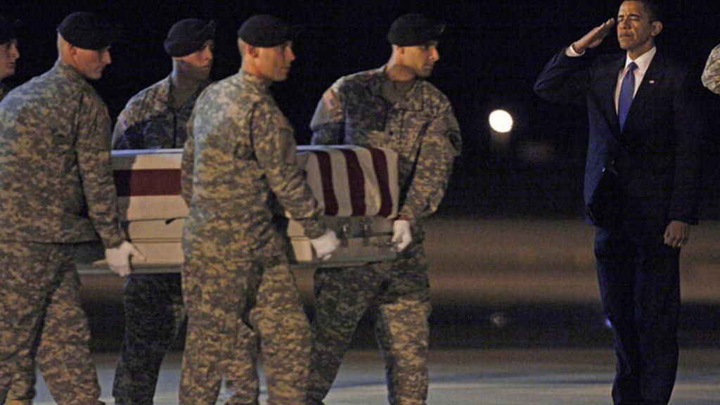 Barack Obama recibe los féretros de los soldados caídos en Afganistán