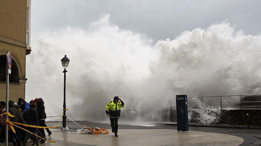 Destrozos por el temporal en Bermeo y San Sebastian