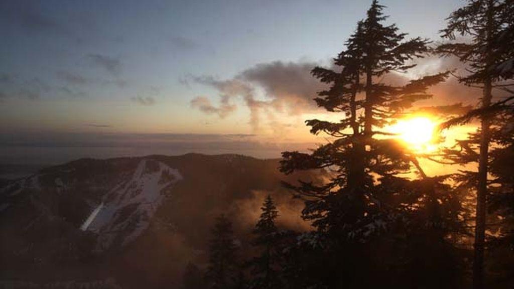 en Canadá se encuentra la puesta de sol de Cypress Mountain