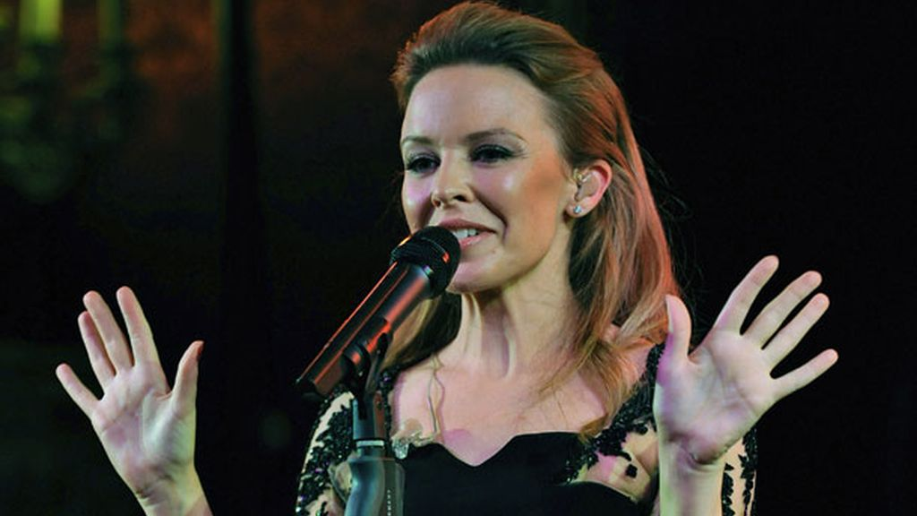 Minogue cantó temas como 'Locomotion'