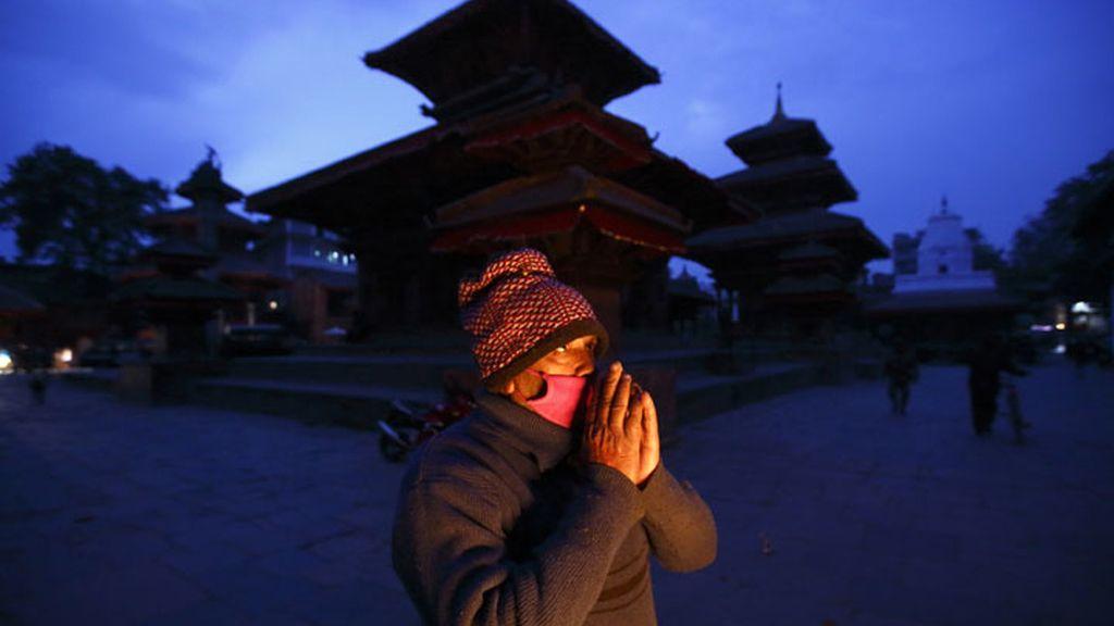 Oración para recibir el año en Katmandú