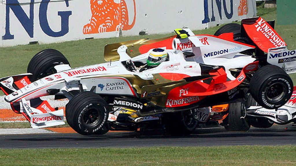 Fisichella y Piquet chocan al comienzo de la carrera
