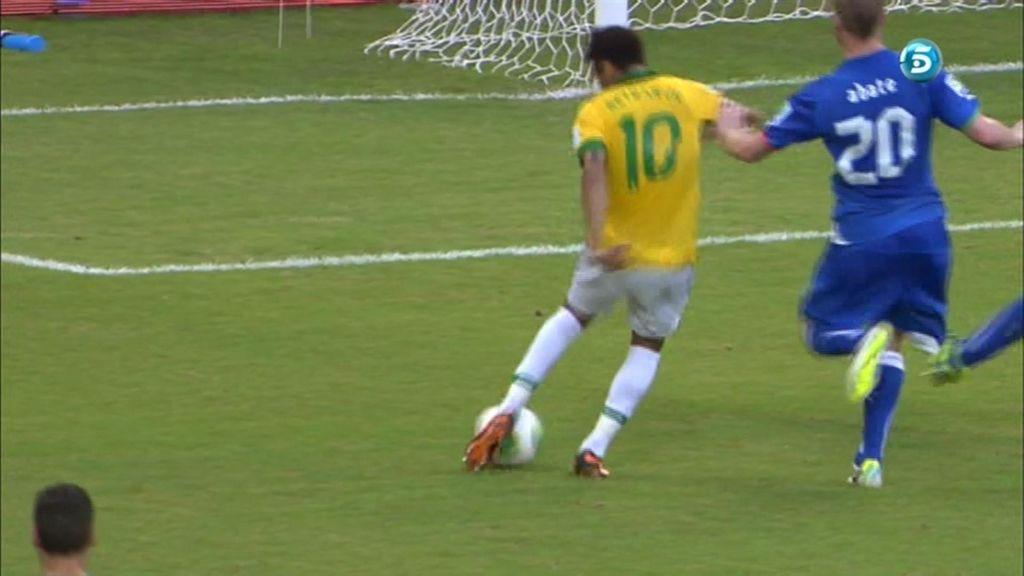 Neymar tuvo una buena ocasión pero disparo demasiado cruzado