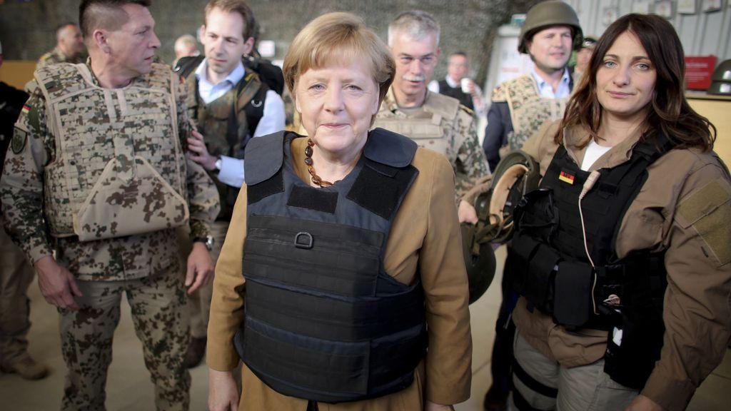 Merkel visita a las tropas en Afganistán