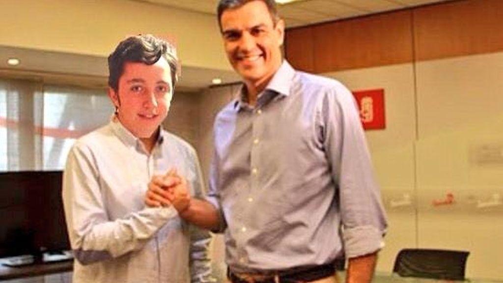 """""""En este país, si no tienes una foto con Don Francisco Nicolás, no eres nadie"""" @politicoguapo"""
