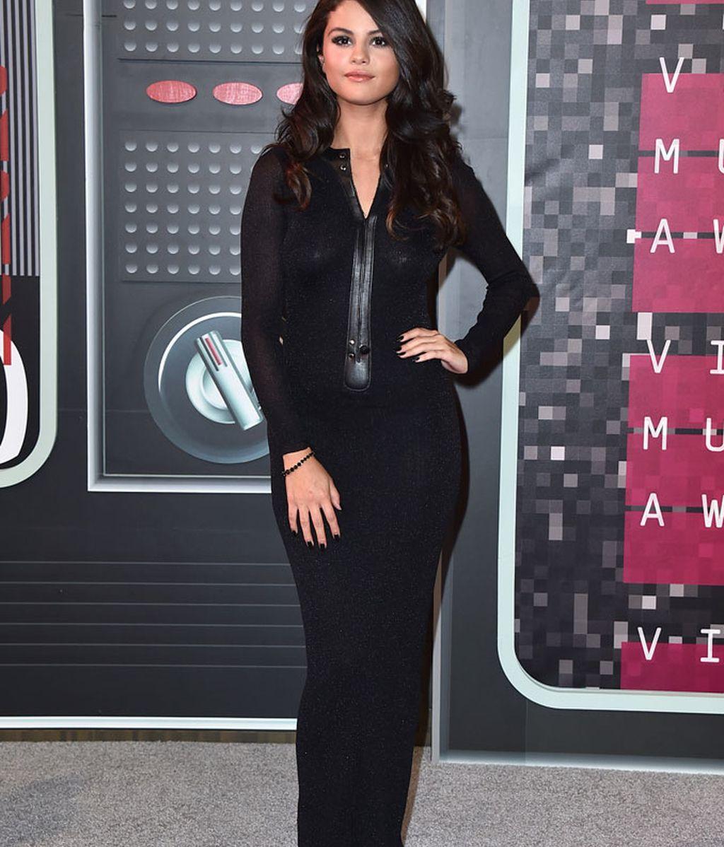 Selena Gómez de Calvin Klein en los MTV