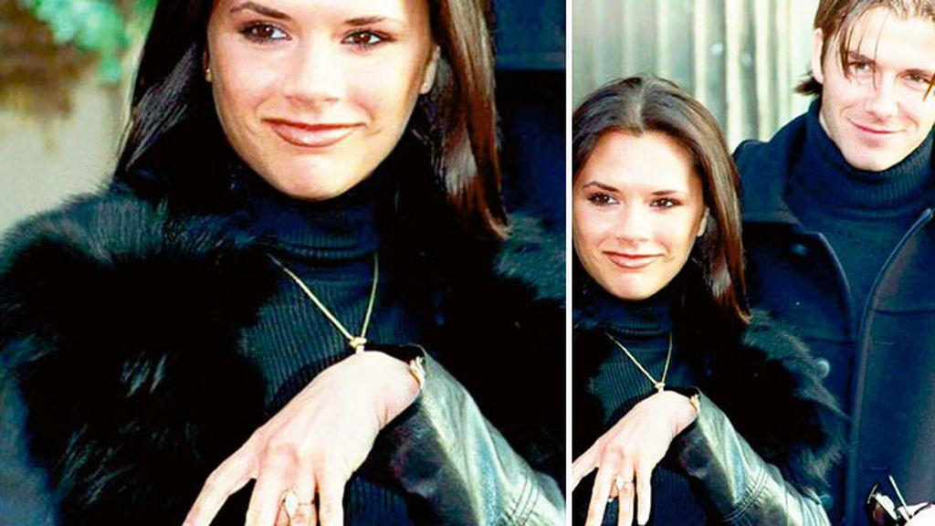 Victoria muestra su anillo de compromiso, valorado en 250.000 dólares