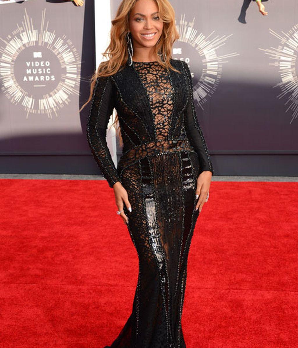 Beyonce con vestido de Nicolas Jebran Couture