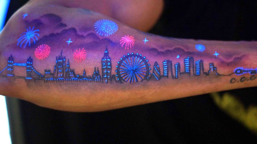 Tatuaje ultravioleta y ultrachic