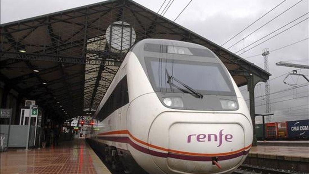 En la imagen, salida de un tren de Renfe. EFE/Archivo