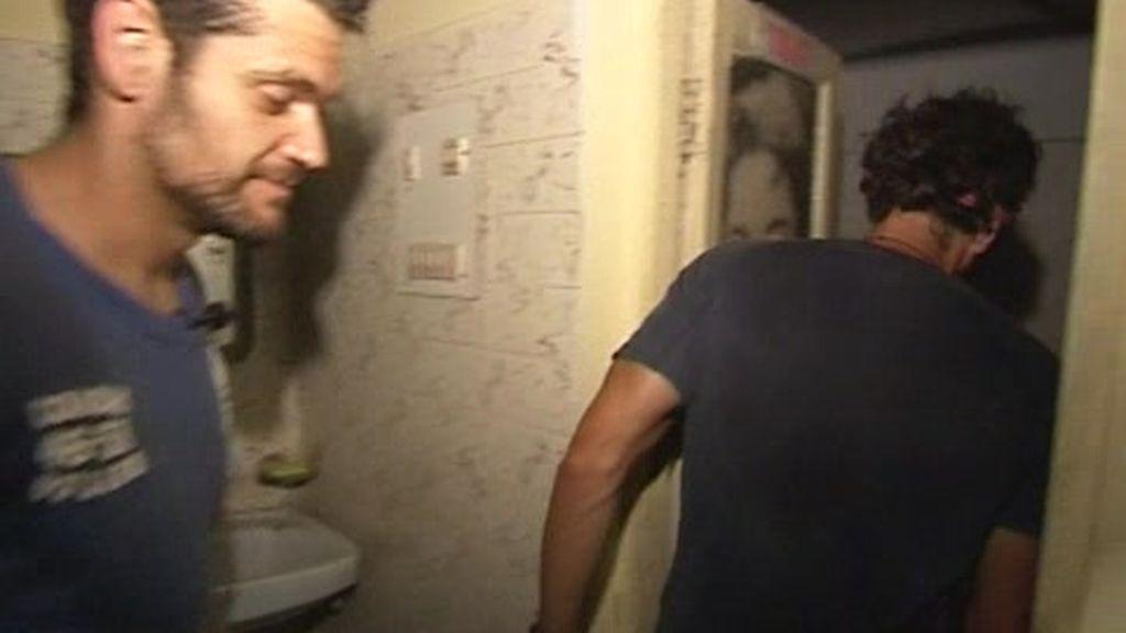IMÁGENES INÉDITAS. Las aventuras de Fran y Merino en un WC indio
