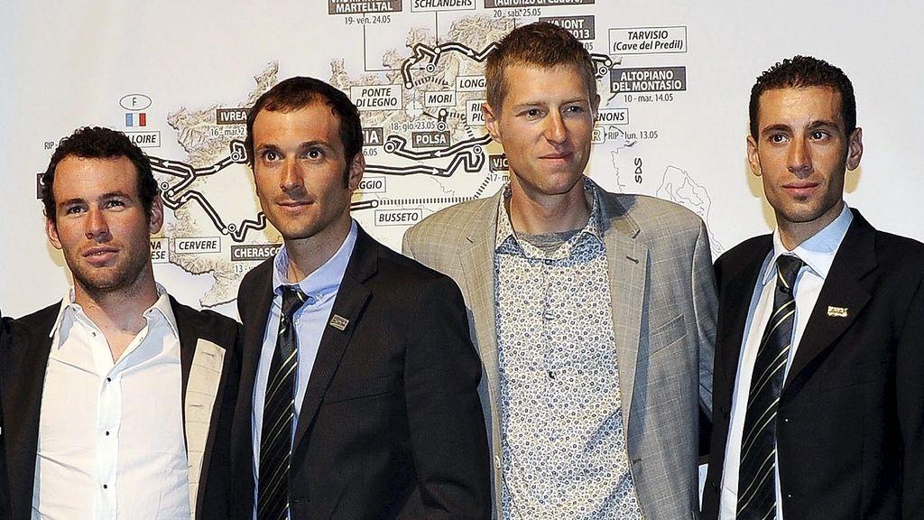 Los ciclistas Mark Cavendish, Ivan Basso, Ryder Hejsedal, y Vincenzo Nibali, durante la presentación del Giro 2013. Foto: EFE.
