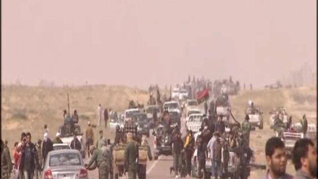 Armar a las tropas contra Gadafi