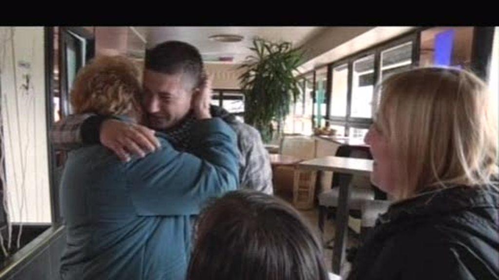 Después de diéz años encuentra a su familia materna en Francia
