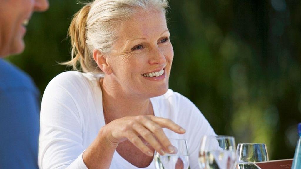 Mujeres entre 50 y 60 años satisfechas con su vida