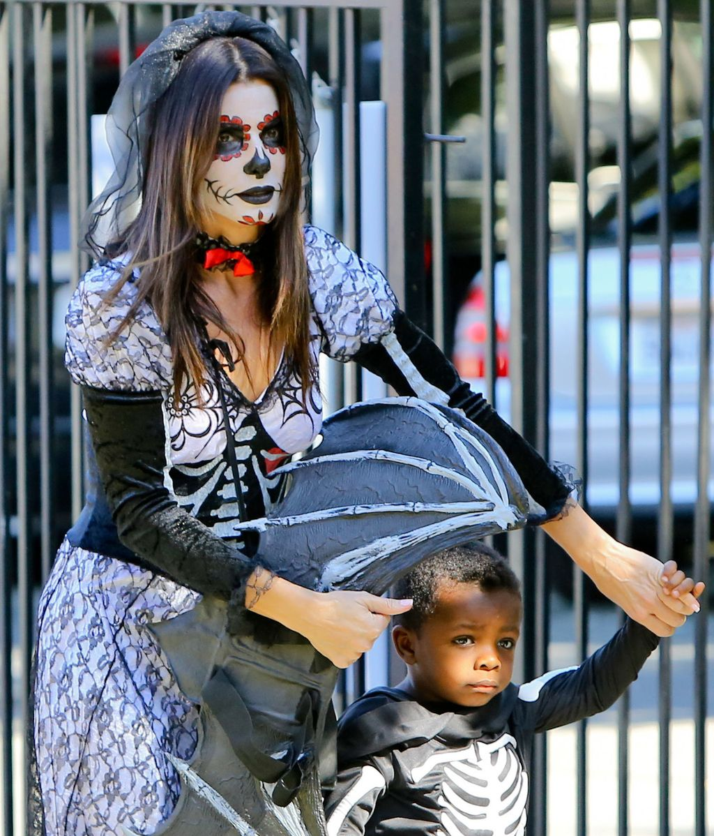 Sandra Bullock, pareja de Halloween