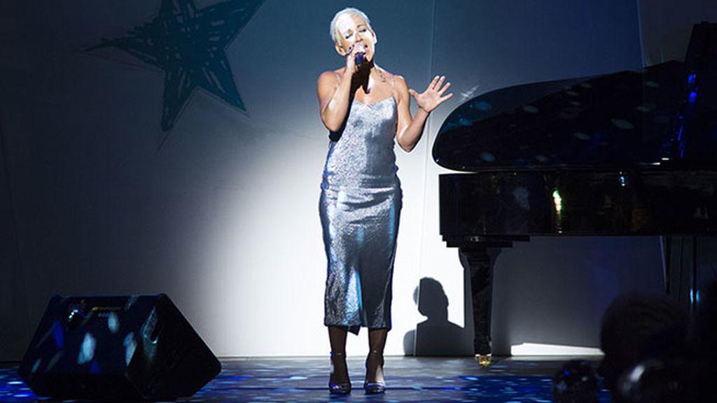 Ana Torroja actuó durante la cena de gala