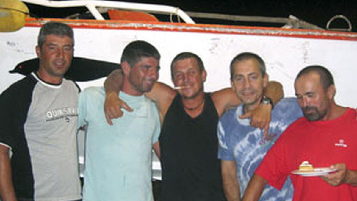 Zapatero anuncia la liberación de los 36 marineros del Alakrana, que ya navegan en libertad. Video:Informativos Telecinco