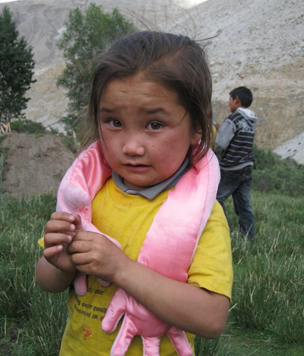 Niños nepalíes con Hugos