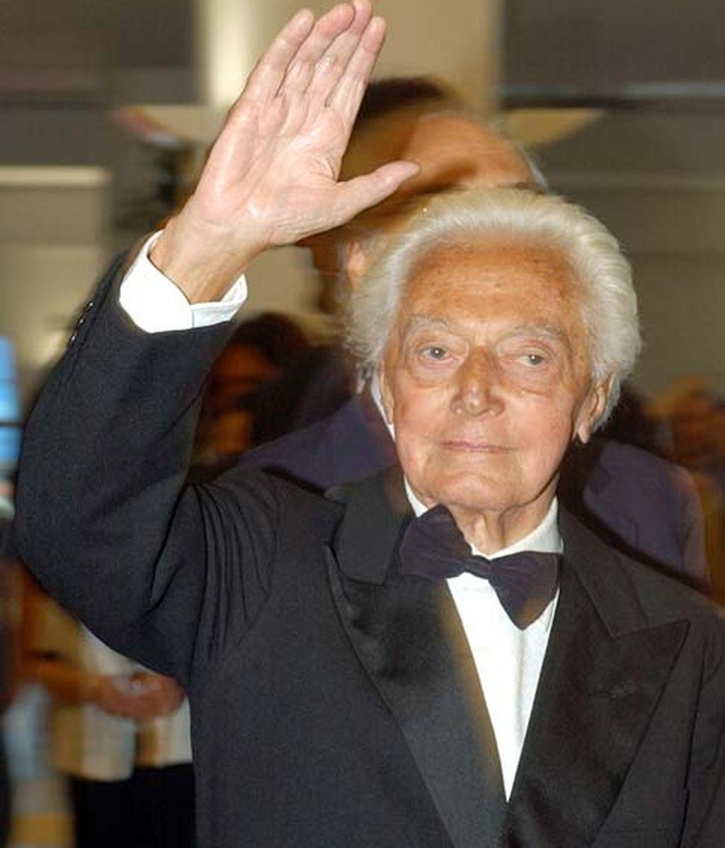 El director Dino Risi cuando recogió el León Oro de Venecia en 2002. Foto: AP