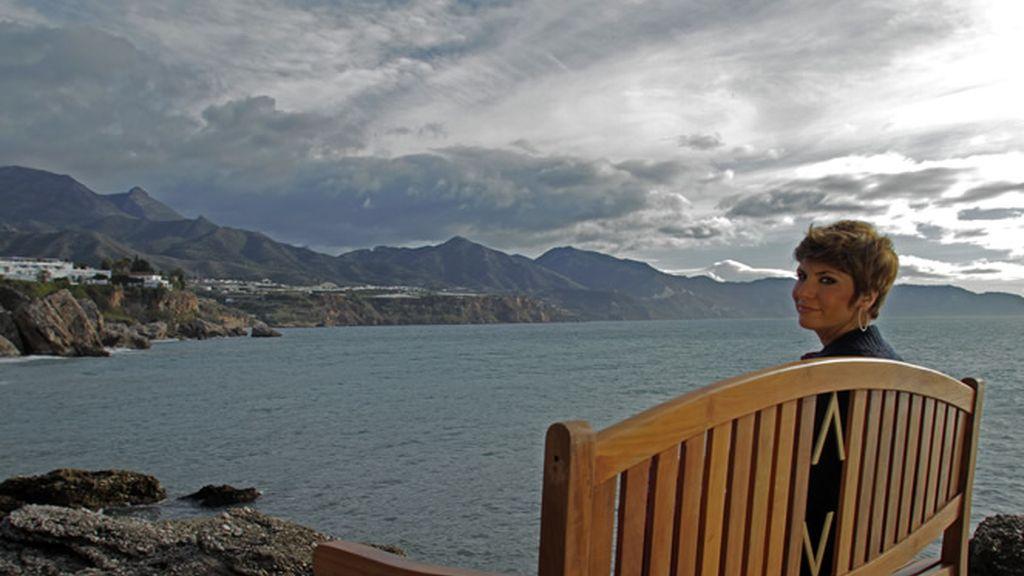 Pasión Vega ha elegido los acantilados de Nerja y sus alrededores