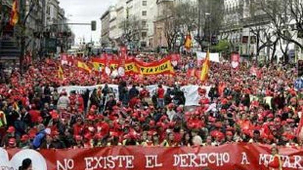 Las calles del centro del centro de Madrid se han teñido del color rojo, el color de la vida, pero también de la sangre. VIDEO: INFORMATIVOS TELECINCO