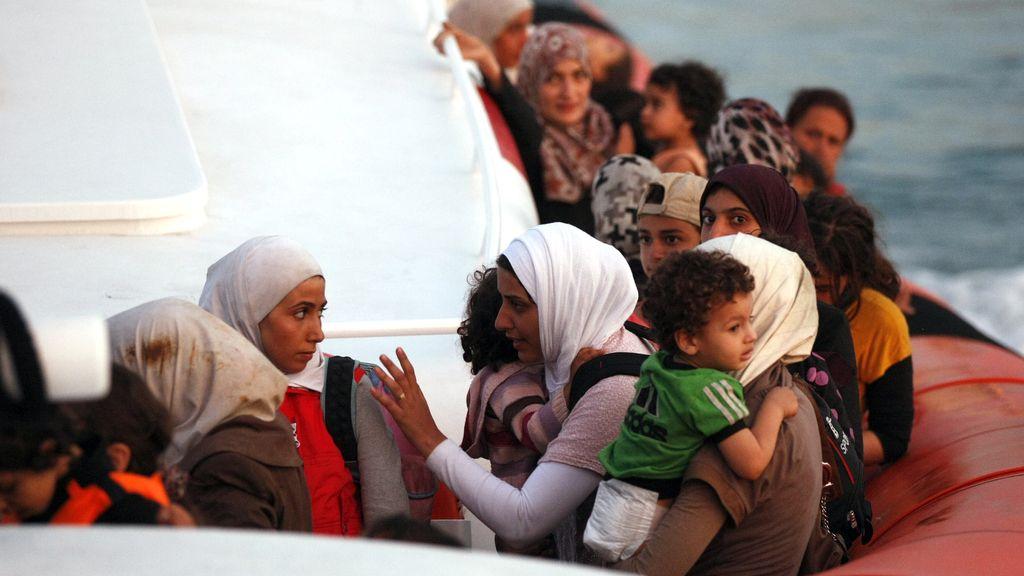 Rescatan 250 inmigrantes, entre ellos 90 niños, cerca de las costas italianas