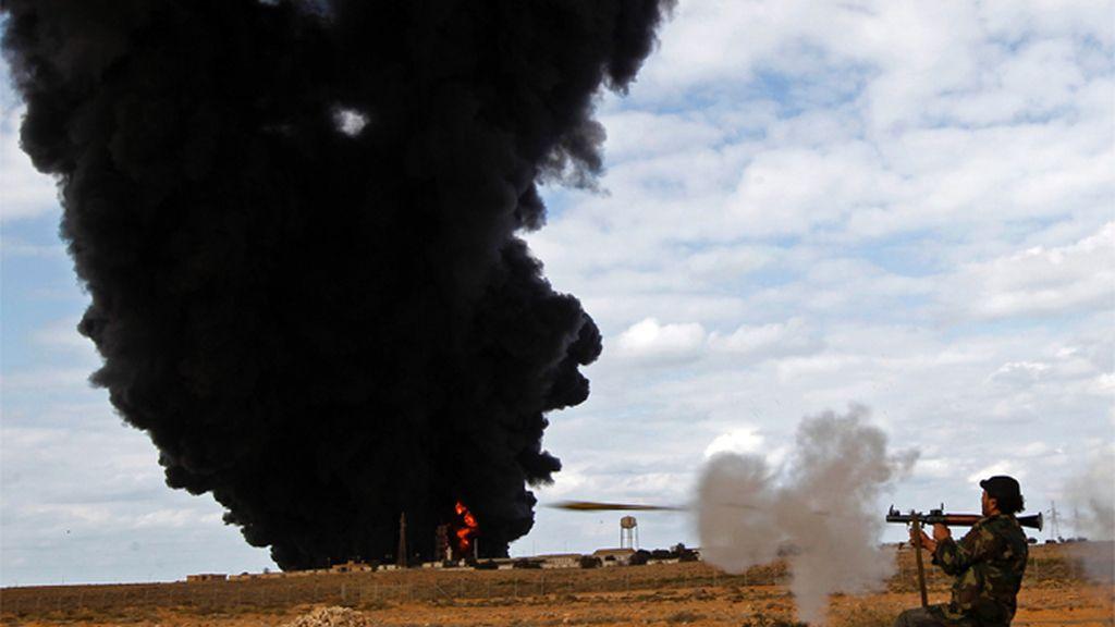 Arde una instalación petrolera en Ras Lanuf
